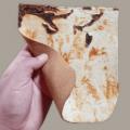 インドネシア企業Mycotech Labが開発した動物を犠牲にしないキノコ由来の皮革Myleaとは